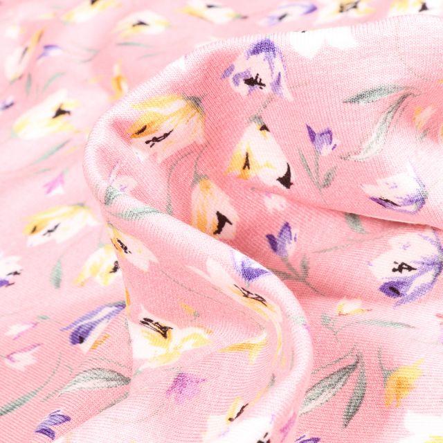 Tissu Jersey Viscose  Tess sur fond Rose pâle