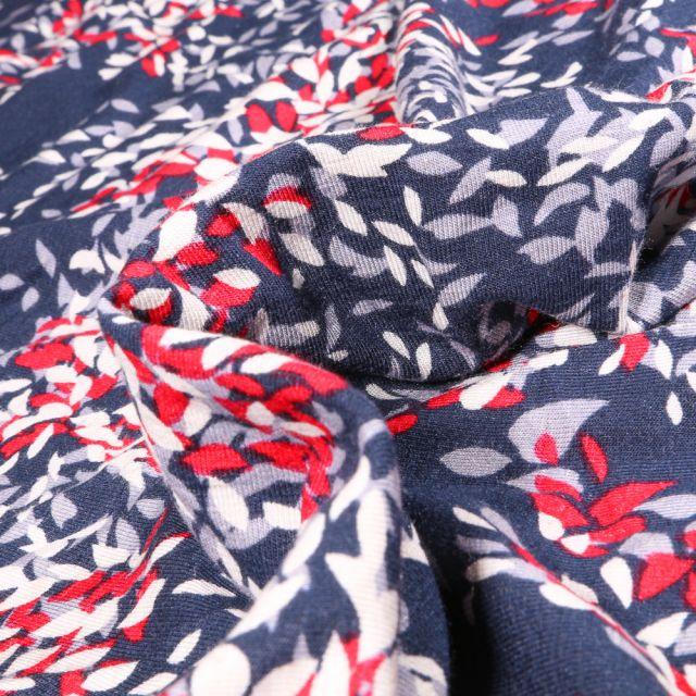 Tissu Jersey Viscose Lin Pétales de fleurs rouges blanches et grises sur fond Bleu marine