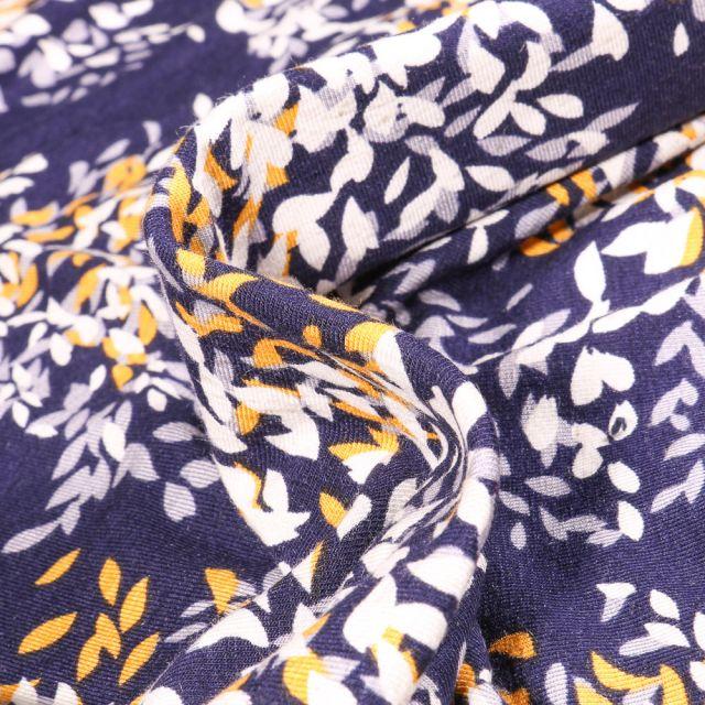 Tissu Jersey Viscose Lin Pétales de fleurs jaunes grises et blanches sur fond Bleu marine