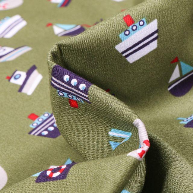 Tissu Coton imprimé LittleBird Bateaux sur fond Vert kaki