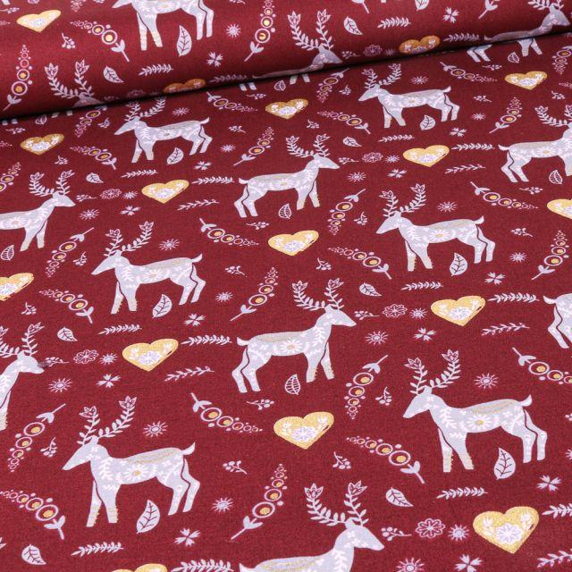 Tissu Coton imprimé Cerfs et cœurs dorés sur fond Bordeaux