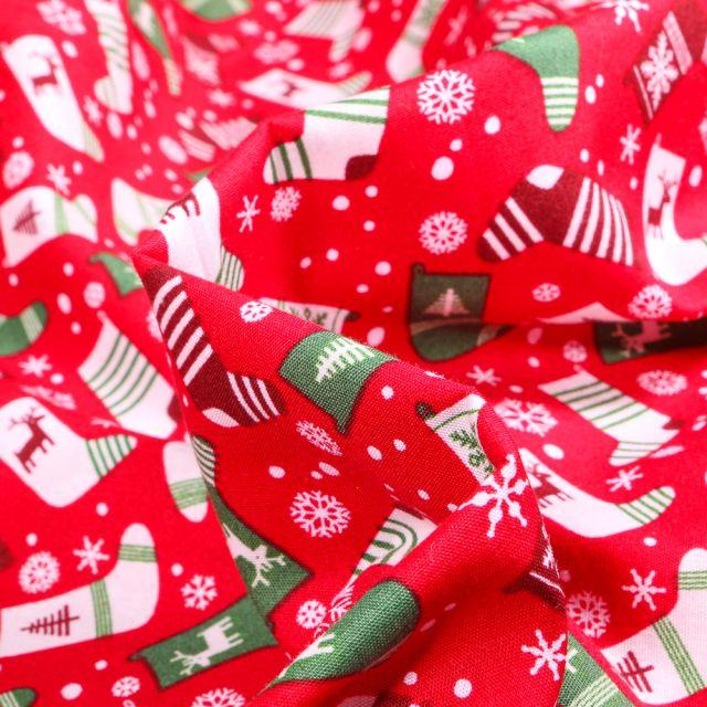 Tissu Coton imprimé Chaussettes du réveillon sur fond Rouge