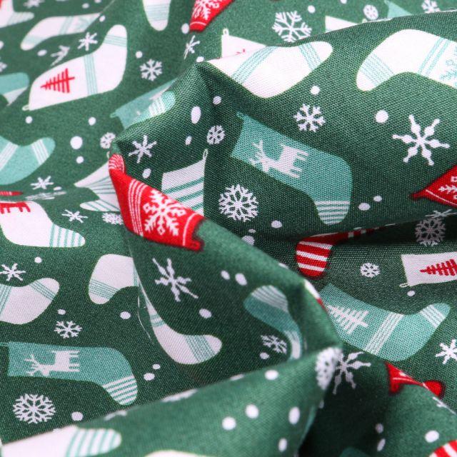 Tissu Coton imprimé Chaussettes du réveillon sur fond Vert