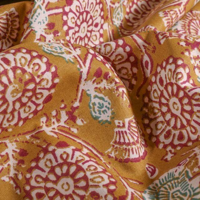Tissu Coton imprimé Arty Rosaces fleuris sur fond Moutarde - Par 10 cm
