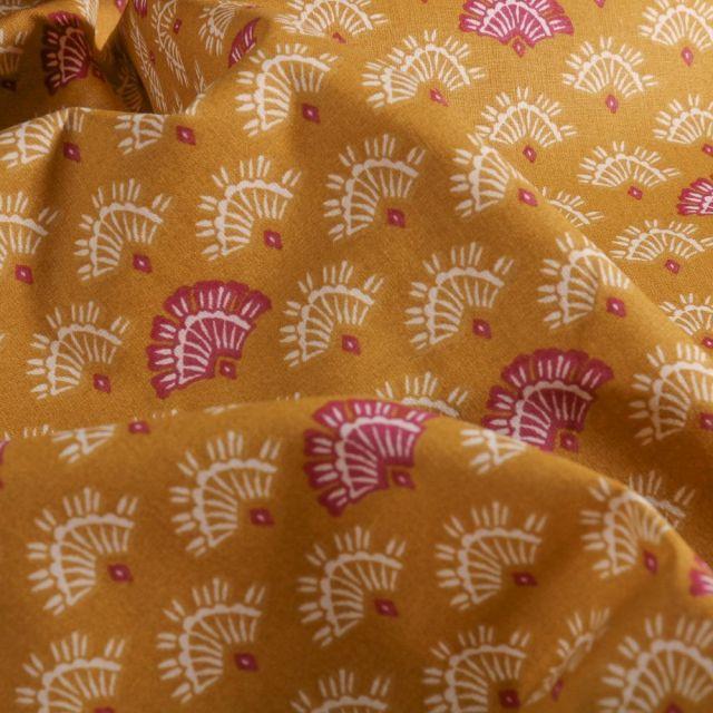 Tissu Coton imprimé Arty Éventails pourpre et blanc sur fond Moutarde - Par 10 cm