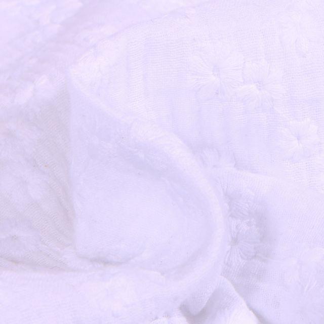 Tissu Double gaze Brodée Esmée sur fond Blanc