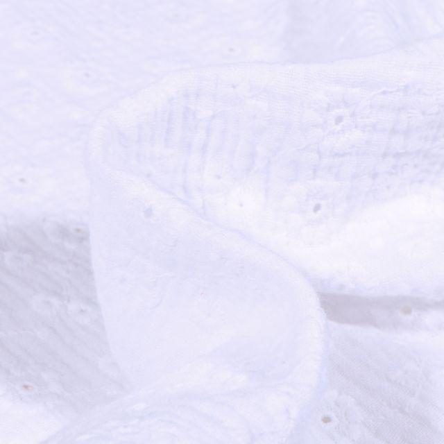 Tissu Double gaze Brodée Suzy sur fond Blanc