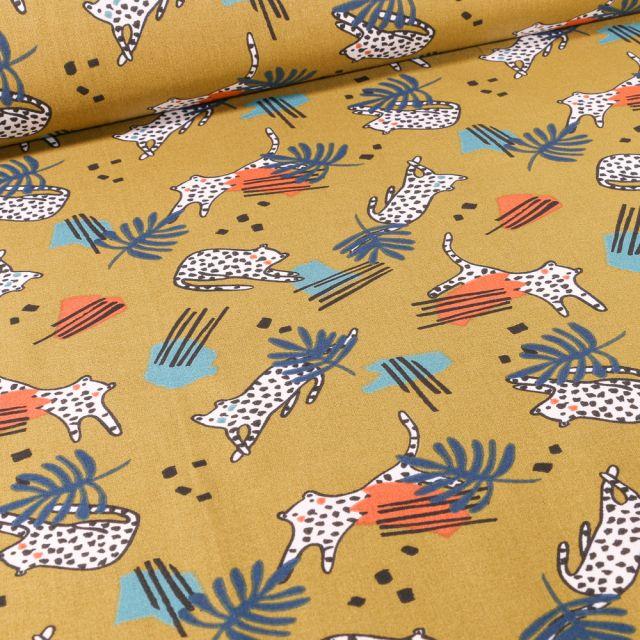 Tissu Coton imprimé Arty Félins sur fond Vert