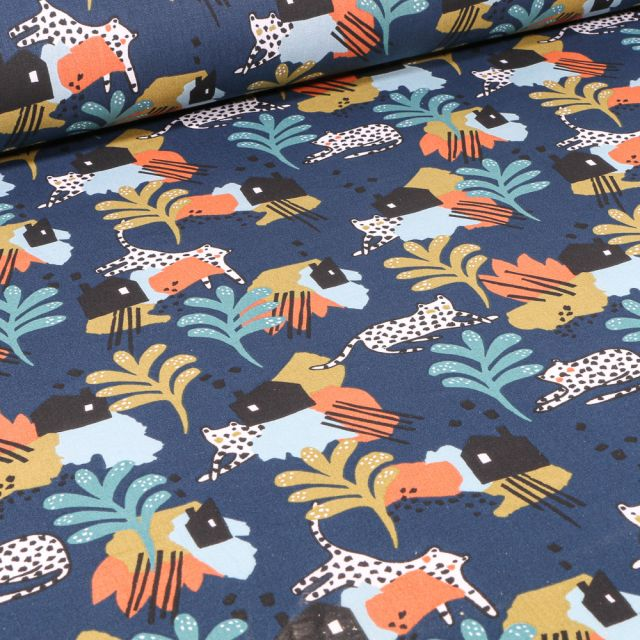 Tissu Coton imprimé Arty Panthère et village sur fond Bleu nuit