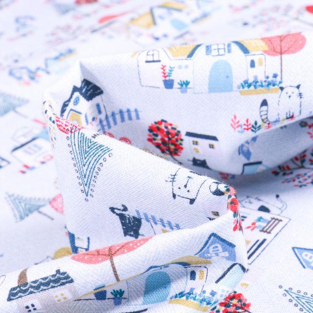 Tissu Coton imprimé QT Fabrics Little Village bleu sur fond Blanc