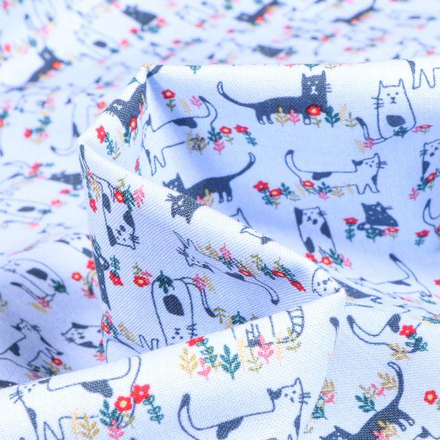 Tissu Coton imprimé QT Fabrics Chats et fleurs sur fond Bleu ciel