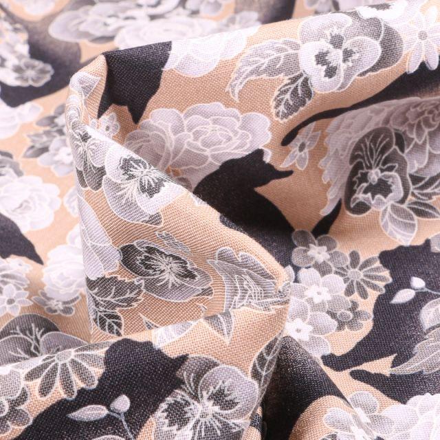 Tissu Coton imprimé QT Fabrics Cat & flowers sur fond Beige