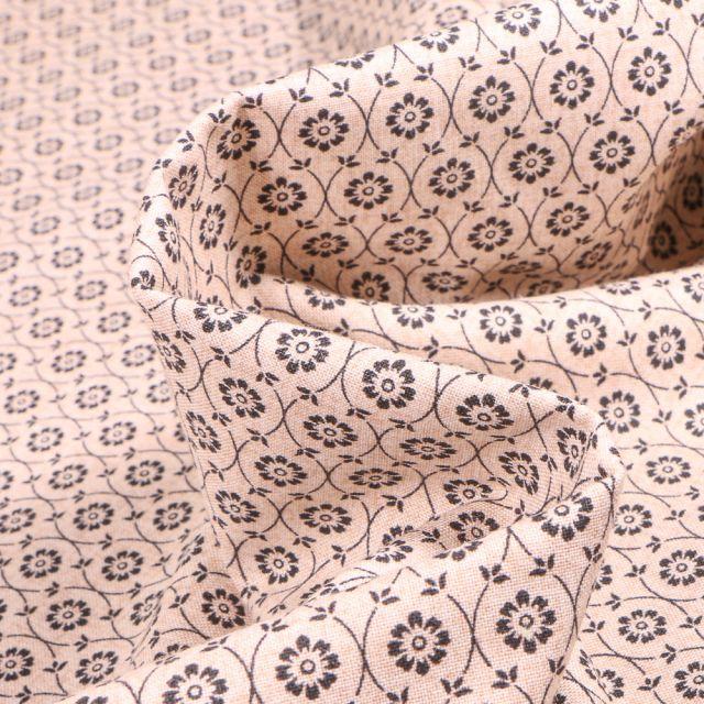 Tissu Coton imprimé QT Fabrics Ines sur fond Blanc cassé