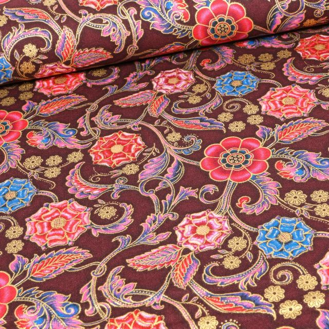 Tissu  Robert Kaufman Persis Blossom Arabesque sur fond Bordeaux