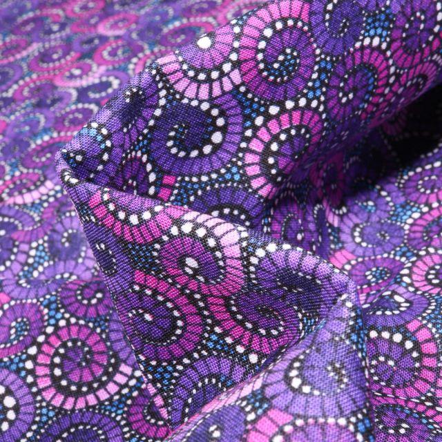 Tissu Coton QT Fabrics Way Under Sutan sur fond Violine