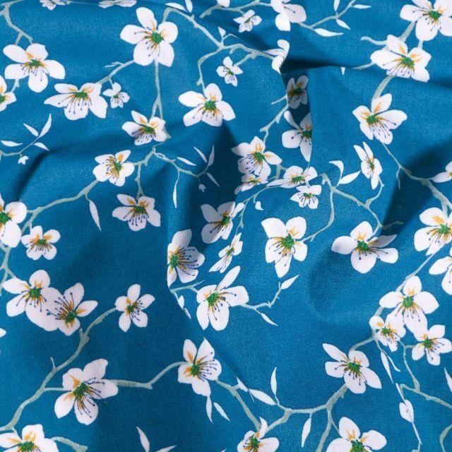 Tissu Coton imprimé Arty Fleur d'amandier sur fond Bleu - Par 10 cm