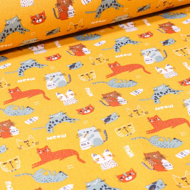 Tissu Coton imprimé Arty Milky Cat sur fond Jaune