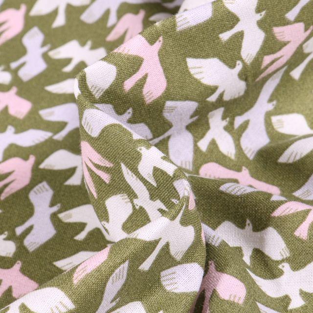 Tissu Coton imprimé Arty Oiseaux pastels sur fond Vert kaki