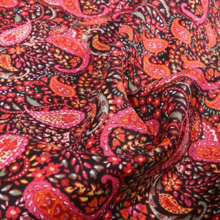 Tissu Coton Dashwood Studio Ace Lawn  Cachemire rouge sur fond Noir - Par 10 cm