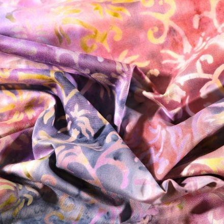 Tissu Batik Arabesque sur fond Violine - Par 10 cm