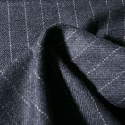 Tissu Gabardine Laine Rayures sur fond Bleu gris - Par 10 cm